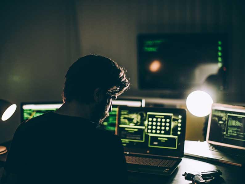 """Así funcionan los """"captadores de talento hacker"""" en la dark web"""